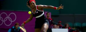 Serena Williams about to swing at a tennis ball